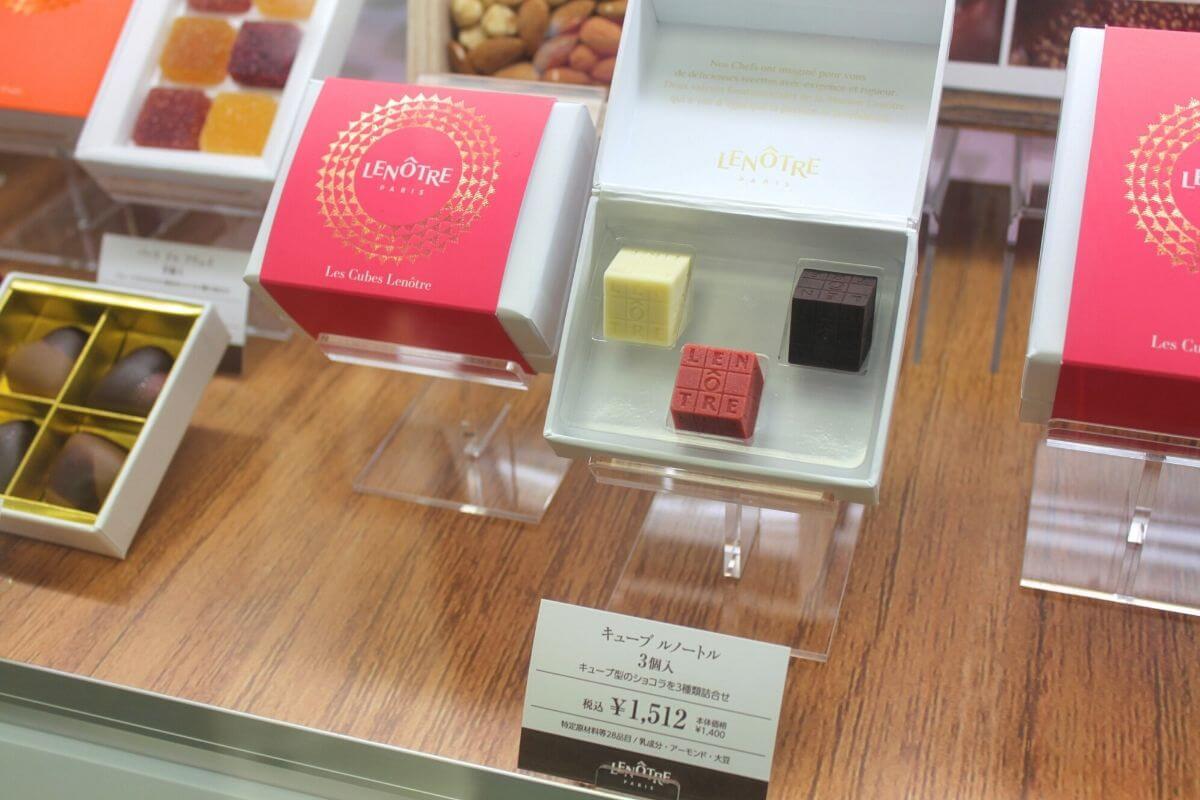 ころっと可愛いキューブチョコは 可愛らしい味のロゼと好相性♡